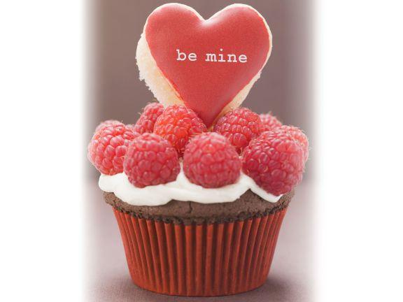 Schoko-Cupcake mit Himbeeren