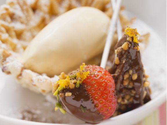 Schoko-Fondue mit Zimtwaffeln und Cappuccino-Eis