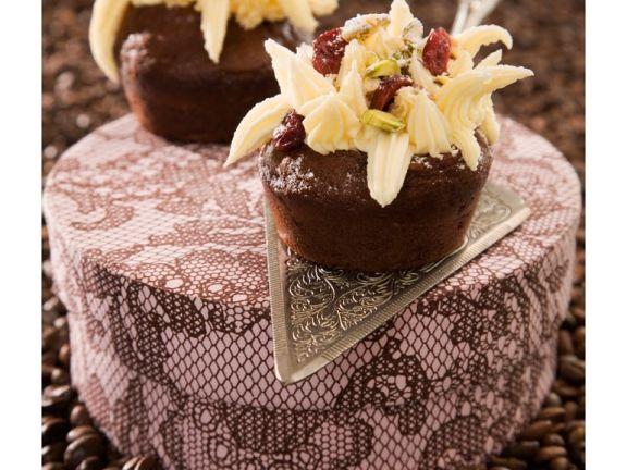 Schokocupcakes mit Cranberries und Frosting