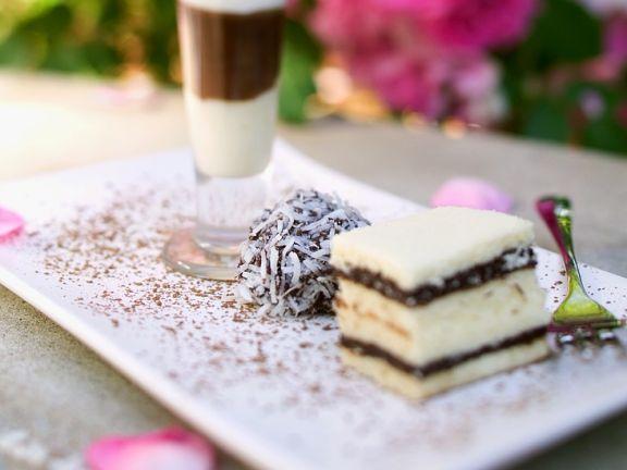 Schokodrink, Trüffelpraline und Kuchen zur Hochzeit