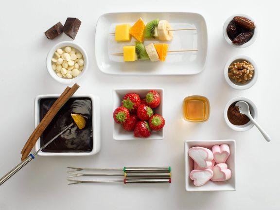 Schokofondue mit Marshmallows und Obst