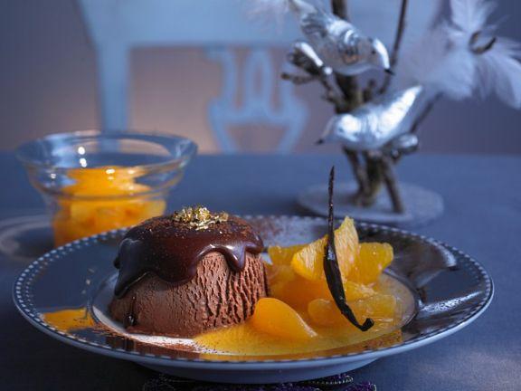 Schokoladen-Parfait mit Orangen-Aprikosen-Soße
