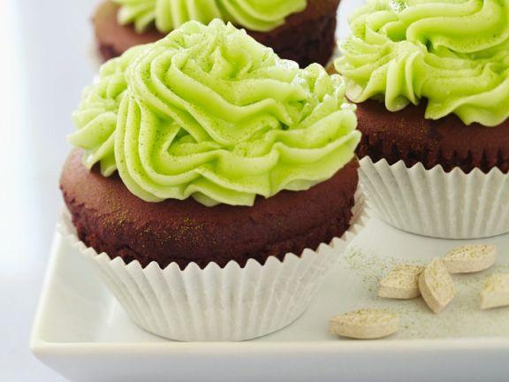 Schokoladencupcakes mit Grünteecreme