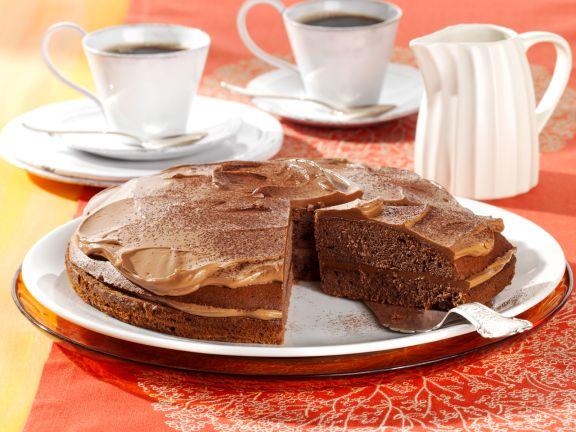Schokoladenkuchen mit Nougatcremefüllung