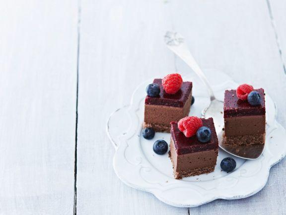 Schokoladenkuchen ohne Backen mit Heidelbeerglasur