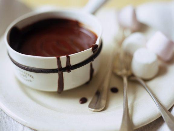 Schokoladensauce mit Marshmallows