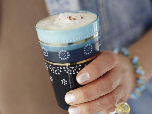 Schwedischer Kaffee mit Pfefferminzstange