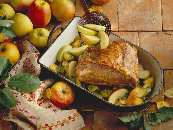 Schweinebraten mit Apfel und Sellerie