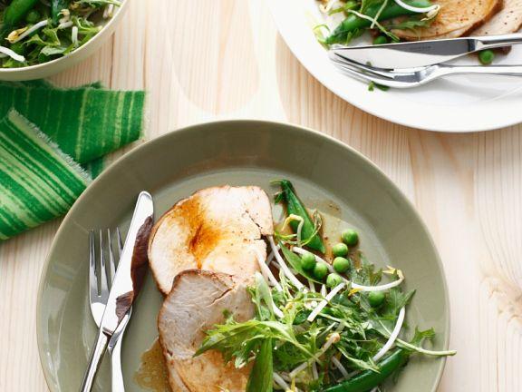 Schweinebraten mit Salat