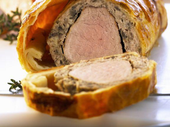 Schweinefilet mit Champignoncreme im Teigmantel