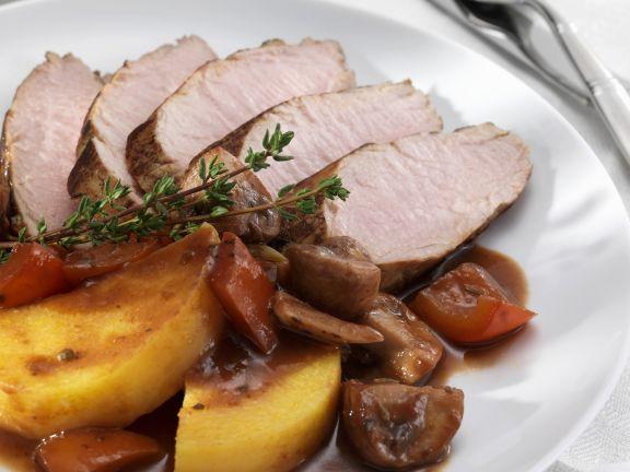 Schweinefilet mit Rotweinsauce und Kartoffeln