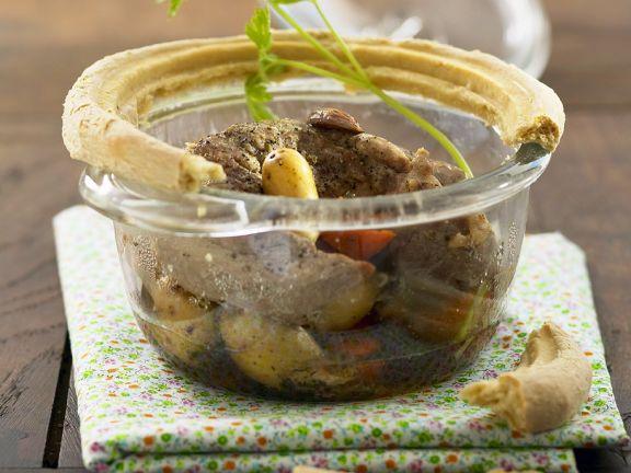 Schweinefleisch-Gemüseeintopf im Ofen gebacken
