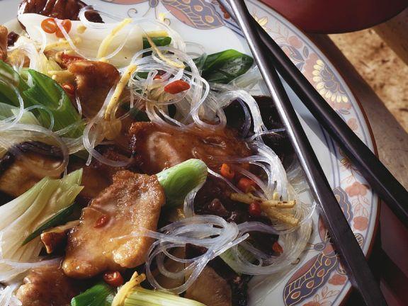 Schweinefleisch mit Frühlingszwiebeln und Asia-Nudeln