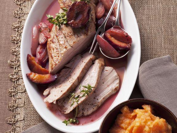 Schweinefleisch mit Zweschgenkompott und Kürbisstampf
