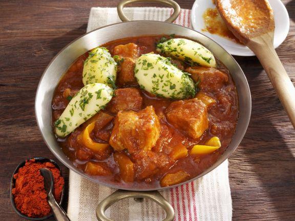 Schweinegulasch mit Petersilienkartoffeln