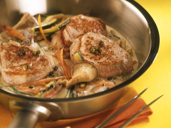 Schweinemedaillons in Austernpilz-Gemüsesauce
