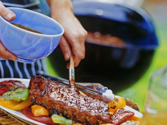 Schweinerippchen mit Grillsauce und Gemüse