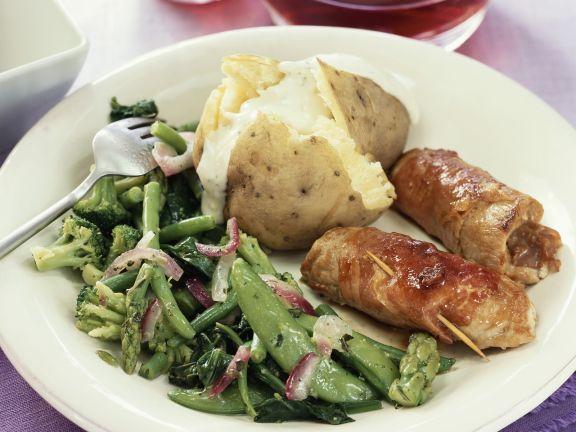 Schweineröllchen mit Kartoffel und Gemüse