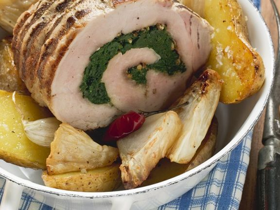 Schweinerollbraten mit Sellerie und Kartoffeln