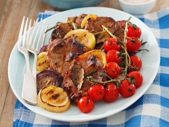 Schweinesteaks mit Gemüse vom Grill