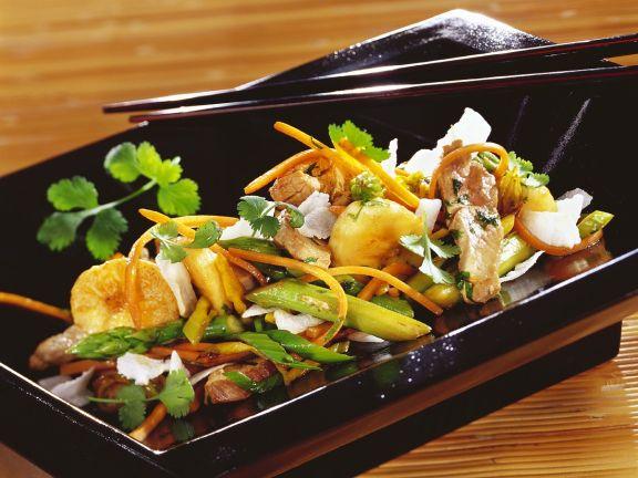 Schweinfleisch mit Gemüse und Banane aus dem Wok