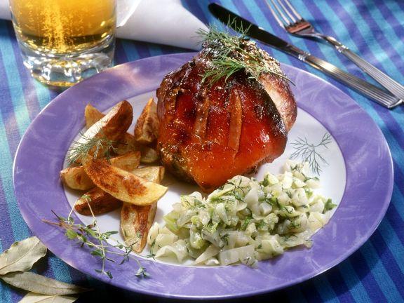 Schweinshaxe mit Bratkartoffeln