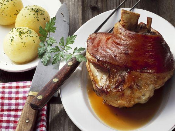 Schweinshaxe mit Kartoffelklößen