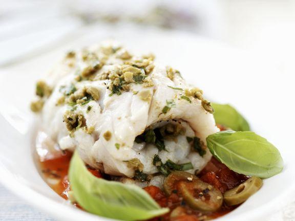 Seelachsröllchen mit Oliven-Tomaten-Sugo