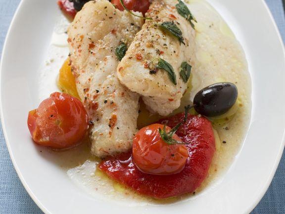 Seeteufel mit Cocktailtomaten und Oliven