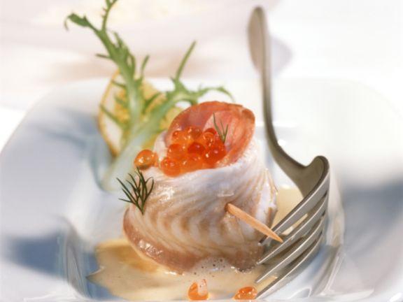 Seezungenröllchen gefüllt mit Kaviar, auf Eierrahmsauce