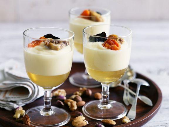 Sektgelee mit Sahnecreme und Früchten