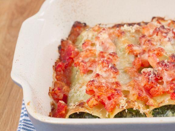 Selbst gemachte Cannelloni mit Ricotta-Spinat-Füllung