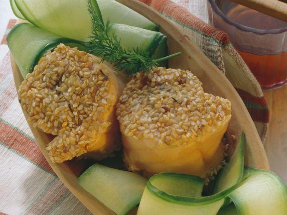 Sesam-Räucherlachs mit Zucchini