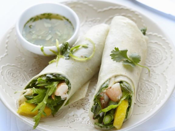 Shrimps-Mango-Wraps mit Koriander-Dip