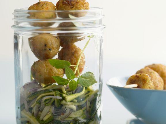 Shrimpsbällchen mit Zucchini-Rohkost