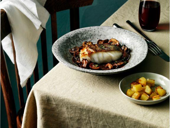 Skrei mit Rotweinsauce und Champignons