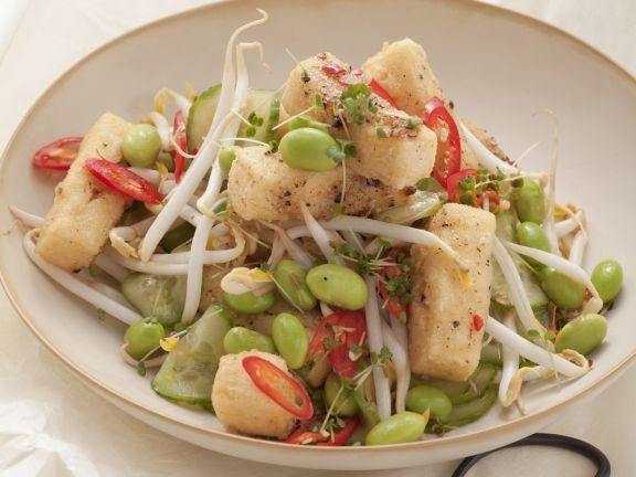 Sojabohnen-Tofu-Salat mit Sprossen