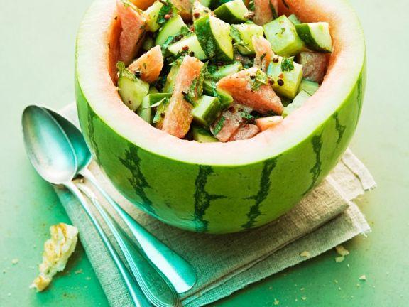 Sommersalat mit Gurke und Melone