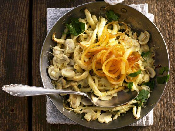 Spätzle mit Champignons und Zwiebeln