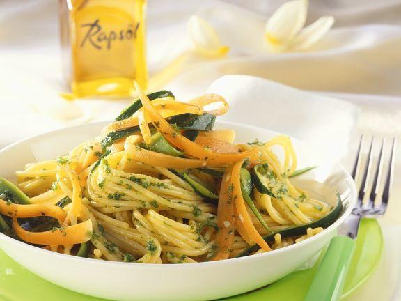 Spagehtti mit Gemüse und Pesto