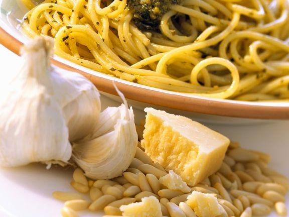 Spaghetti mit Basilikumpesto