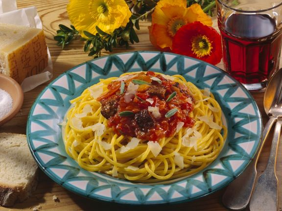 Spaghetti mit Geflügelleber-Tomatenragout
