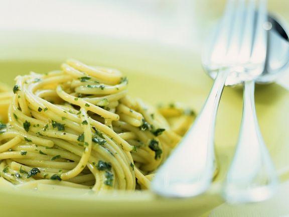 Spaghetti mit Genueser Soße