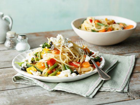 Spaghetti mit Sommergemüse und Feta