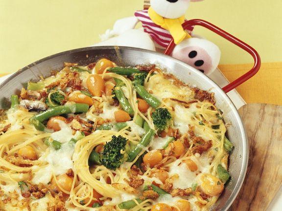 Spaghettini mit Gemüse, Röstzwiebeln und Mozzarella