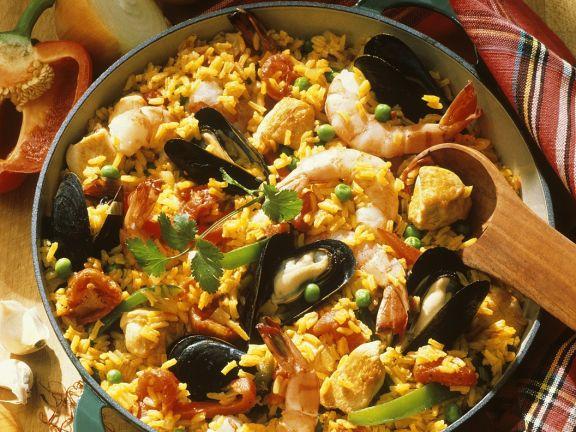 Spanische Paella mit Muscheln