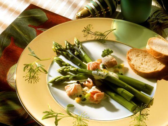 Spargel mit Gemüse und Lachs