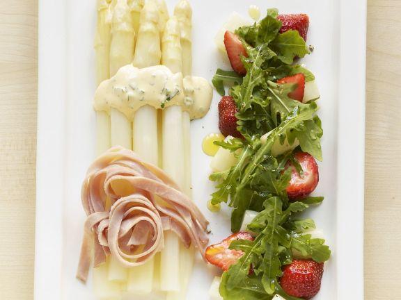Spargel mit Rucola-Erdbeer-Salat