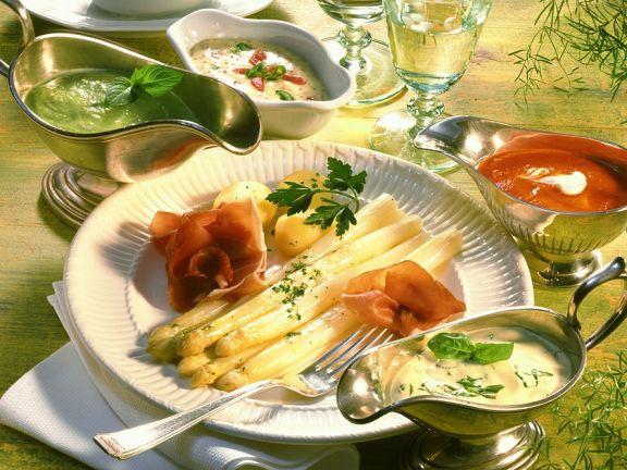 Spargel mit verschiedenen Saucen