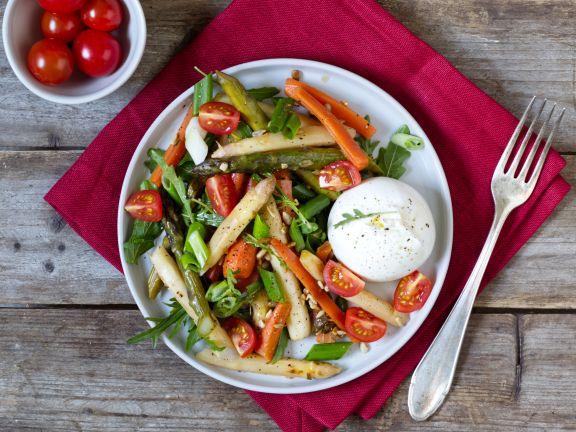 Spargel-Möhren-Salat mit Burrata